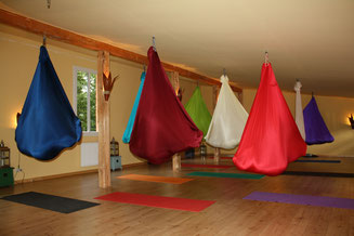 Yoga in Tüchern – lerne zu fliegen!