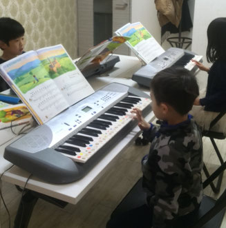 どれみ音楽教室 ピアノグループレッスン 田中由美子