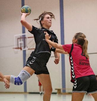 Rückraumspielerin Josefine Hoffmann, hier in der Hinrunde, konnte zehn Tore werfen. Foto: Dirk Fröhlich