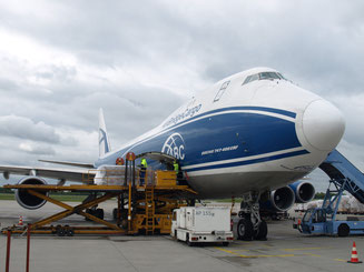 Loading of ABC Boeing 747-400ERF at MUC