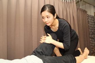 手技DVDドット・コム(手技DVDドットコム)は、日本で唯一の手技DVDの中古買取、中古販売専門店です。 保険治療から自費治療への移行を目指す整骨院の院長、整体院の先生、セラピストの方が、安価にお手軽に第一歩を踏み出していただけるよう、整体DVD、手技DVD、療法DVD、施術DVD、治療院経営DVD、スタッフ育成DVDを取扱い、お買い得に提供しています。 「欲しい!」「必要だ!」と思ったDVDは、ぜひご用命ください。