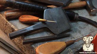couture cuir a la main outil d'artisans du luxe