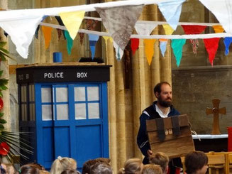 Gruff & the big blue time travelling hut in Pershore Abbey