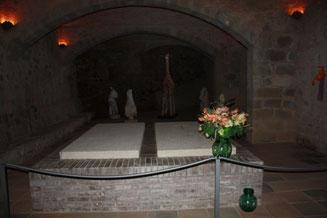 Склеп в замке Пуболь и могила Гала