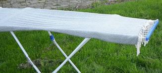 Die Wolldecke flach liegend im Schatten trocknen - S. Fischbacher Living