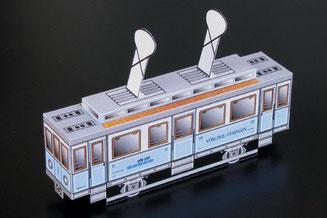 Montierter Bastelbogen einer Imitation eines Motorwagens sinngemäss eines Sernftalbahn (SeTB) BCFe 2/2 Nr. 1 bis 3