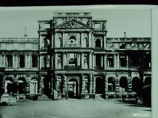 Ruine du pavillon central. (Source : Michel Hourdebaigt, BHVM)