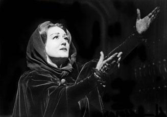 Elsa Kastela-Kreihsl in Verdis Don Carlos, Stadttheater Bonn