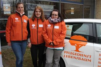 Stephanie Krüger, Anna Mählmann und Janin Heinrich vom Pflegedienst Lebensbaum stellten den Altenpflege-Beruf bei der Ausbildungsmesse vor. Foto: Frank