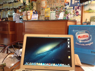 Macbook Air Café Rimini Digitales Nomadentum arbeiten