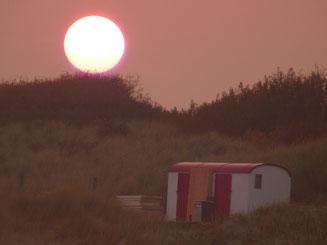 Sonnenuntergang Dünen Wohnwagen Container Hütte Holland Niederlande