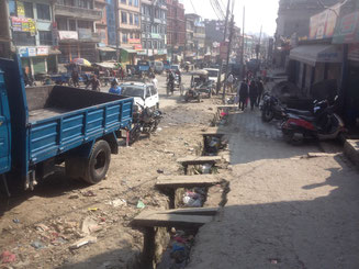Nepal kaputte Straße Kathmandu