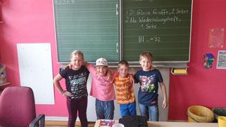 Martha (2. von links) und Kjell (1. von rechts) sind unsere neuen Klassensprecher. Julia (links außen) und Henrik (2. von rechts) sind ihre Stellvertreter. (Auf das Bild linksklicken, um es zu vergrößern!)