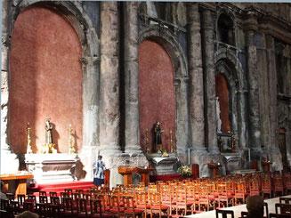 antike Säulen und Böden in der Kathedrale