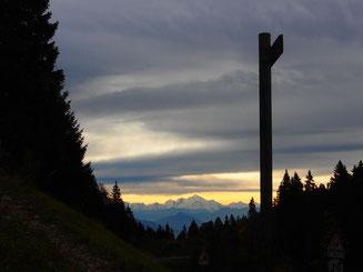 nach Überquerung des Passes Blick auf den Mont Blance