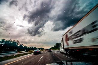 Verkehr auf Autobahn