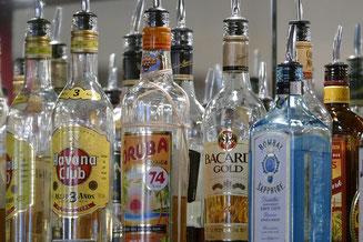 Zahlreiche Spirituosen an der Bar