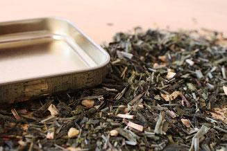 Offener Tee auf Tisch