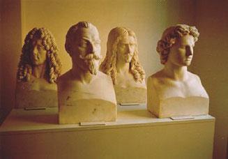 4 de los 24 bustos de mármol (de izquierda a derecha: Eugenio de Saboya, Gustavo II Adolfo de Suecia, Turenne, Alejandro Magno)