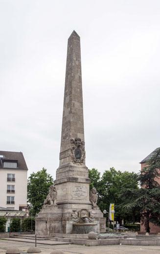 Bild: Ludwigsplatz mit Obelisk