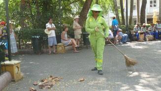 Bild: Straßenfegerin in Cartagena