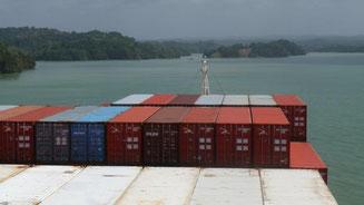 Bild: Container auf unserem Frachter