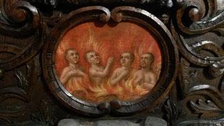 Abb. 4: Betende Seelen im Fegefeuer. Detailaufnahme vom unteren Rand der Wandtafel (Foto: Malzer).
