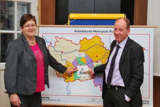 Die neue RVR-Direktorin Karola Geiß-Netthöfel (links) bei Oberbürgermeister Bernd Tischler. Foto: Stadt Bottrop