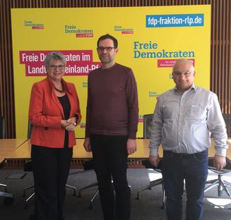 Bild :  MdL Helga Lerch mit Dr. Joachim Junker und Heinz-Dieter Scheid (beide BMU RLP)