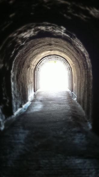 加賀の潜戸 賽の河原への道中にあるトンネル