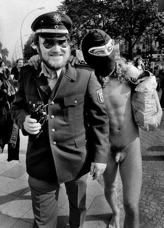 Demonstration gegen das Vermummungsverbot in der Yorkstraße, 1981