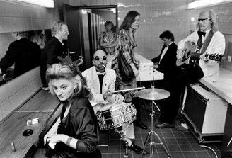 Die Drei Tornados bei einem Sonderkonzert auf der Damentoilette des ICC während des Hurenballs, 1988