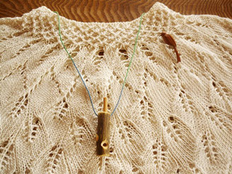 シジュウカラ笛とエナガのブローチ