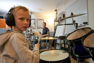 Ringo Studios, Schüler im Unterricht