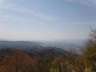 比叡山からの京都の街を望みます。良い天気なんで一服したかったんですが。
