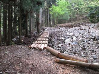桜地蔵前の修復された木橋