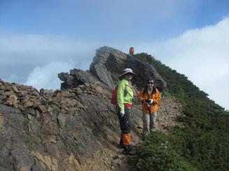 赤岳から下りの稜線、風が強かった
