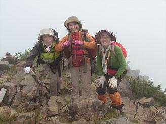 中岳山頂(2,715m)で、ここもガスの中