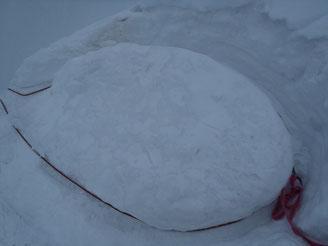 マイナーピークからはスノーボラードを使い懸垂下降した