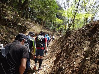 ケーブル比叡手前の登りは当然歩きです。これは走れないです。
