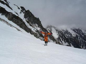 やっと急斜面を登り切りマヤクボ沢台地上に到着