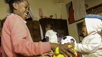 Atelier éveil de la petite enfance avec notre partenaire KOZAMA à Madagascar