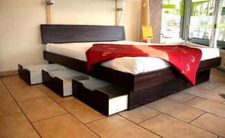 Wasserbett mit Schubladen und Bettrahmen in Massiv Holz