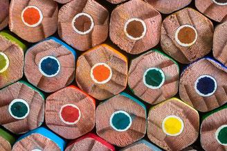 Buntstifte als Symbol für Ordnung und Vielfalt