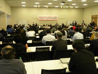 議員会館で行われた院内集会では、オンライン参加を含め約180人の参加があり、多数の国会議員からメッセージが寄せられました。