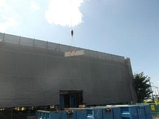 既存のALC壁撤去作業中です。