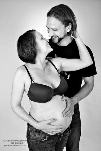 Babybauchshooting - Fotostudio Hallbergmoos Iris Besemer www.pictureandmore.com