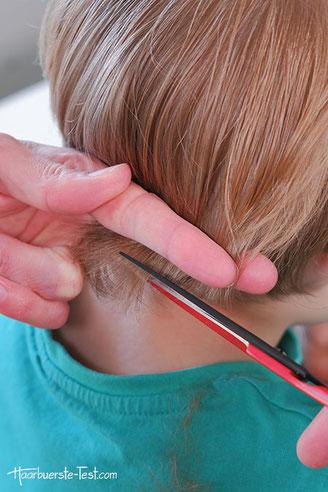 Haare schneiden mit haarschere