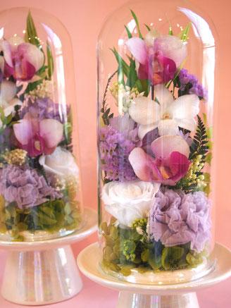 プリザーブドフラワーのお供えやお悔み仏花をガラスドームにアレンジ
