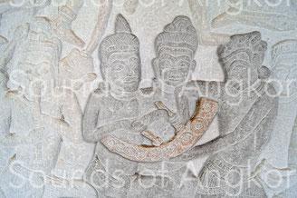Carillon de neuf gongs. Angkor Vat,  galerie nord. Victoire de Krishna sur l'Asura Bāna. XVIe s.